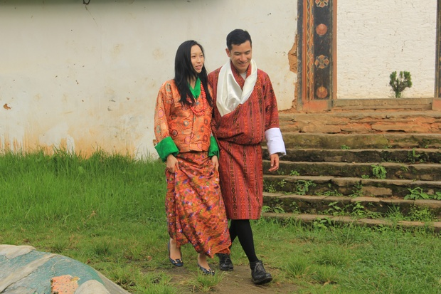 Bhutanese Traditional Dress, How to Wear Kira, Bhutanese Woman's Dress